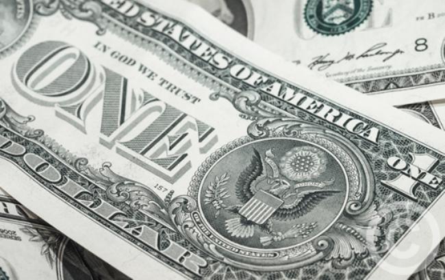 Курс доллара на межбанке продолжает снижаться
