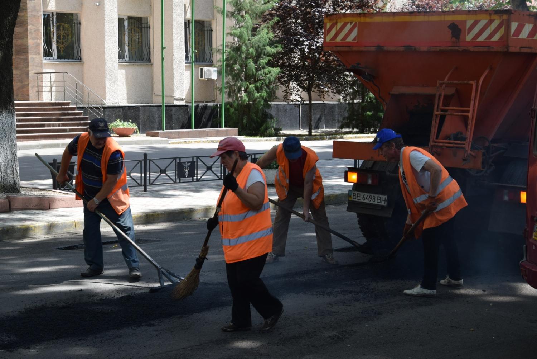 Фирме депутата горсовета Шульгача собираются отдать ₴15,7 миллиона за ремонт двух дорог в Николаеве