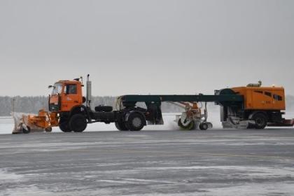 Николаевский аэропорт дважды отменил торги по покупке снегоуборочных машин