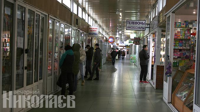 Рынок на 3-й Слободской работает. Цены выше, чем в АТБ