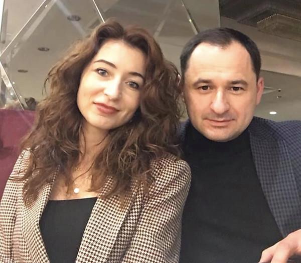 Глава «Укравтодора» передал в управление пять своих компаний жене николаевского нардепа от «Слуги народа»