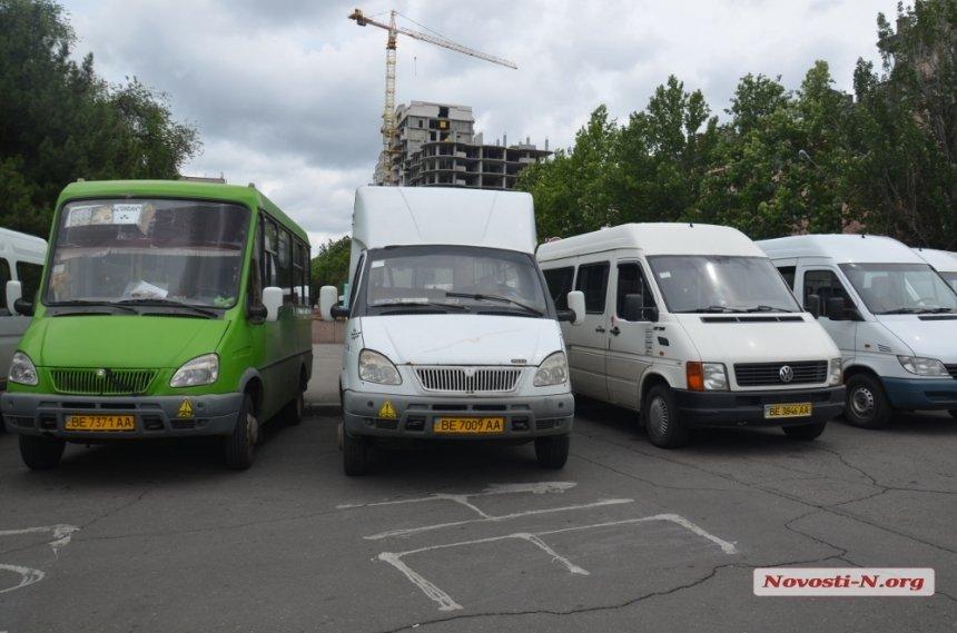 В Николаеве вводят запрет на передвижение маршрутками и троллейбусами