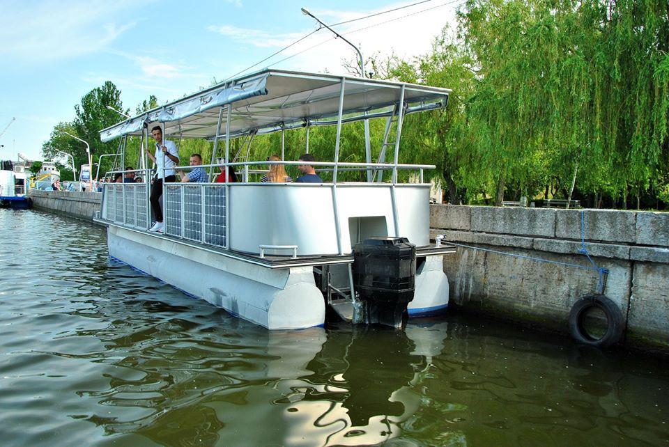 Семь футов под килем: в Николаеве создали пассажирское судно на солнечных батареях