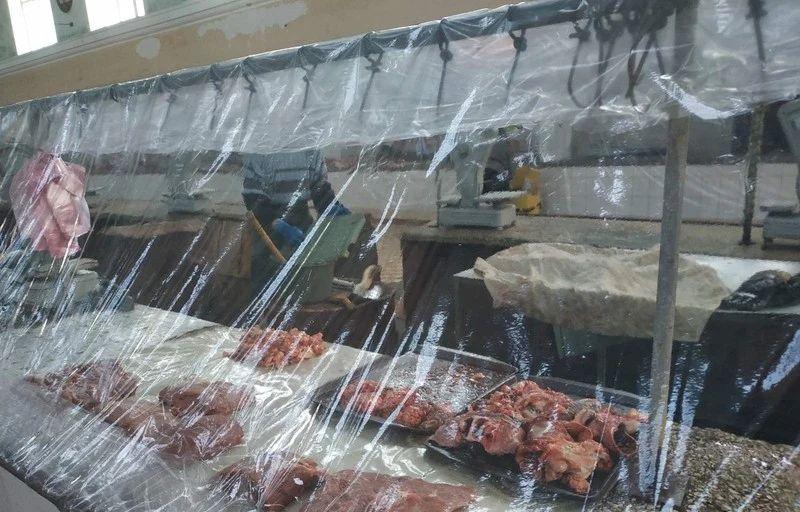 На открывшихся рынках Николаева резко упали цены на свинину, но выросли на говядину