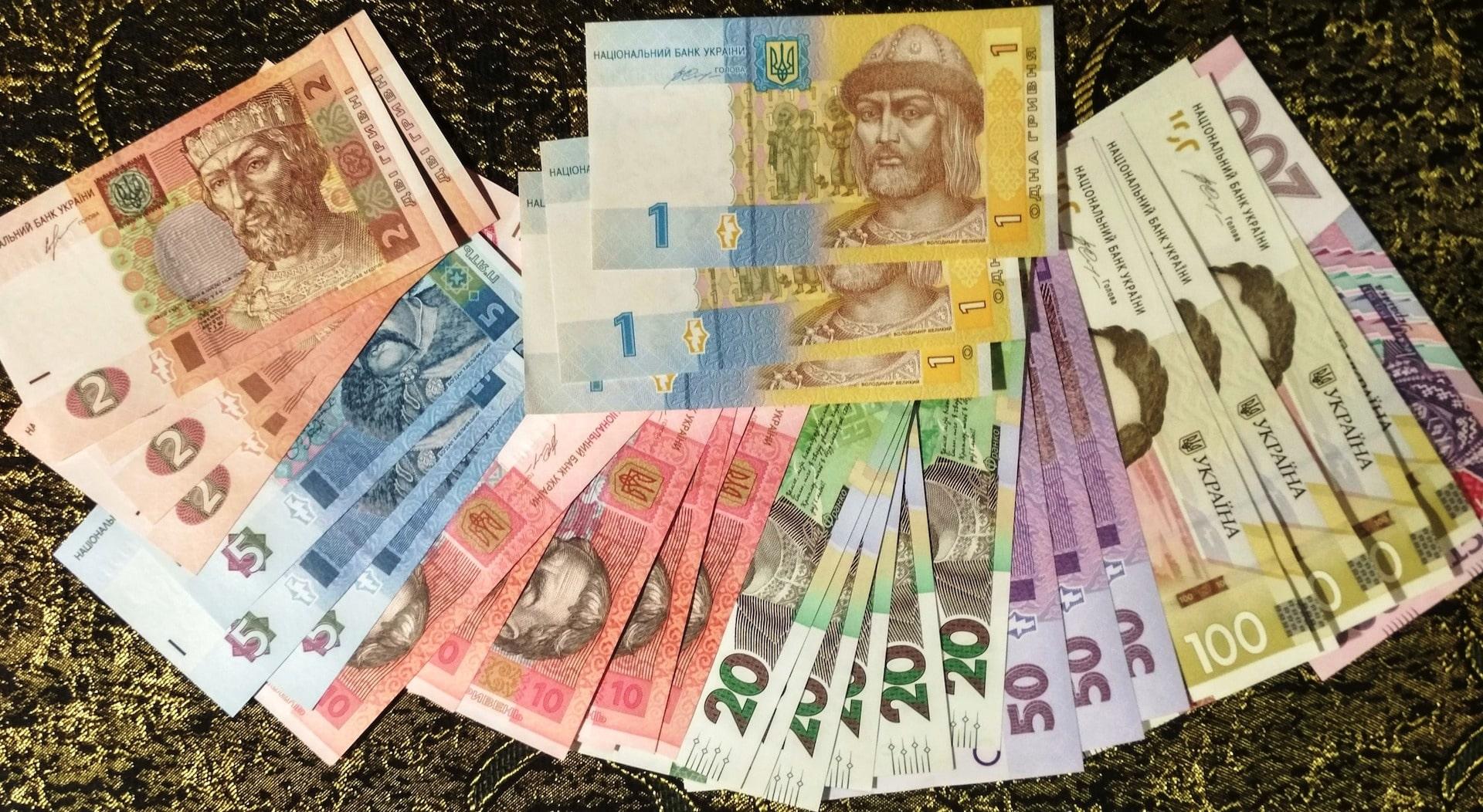 Украинцам массово урезают зарплаты, принято радикальное решение