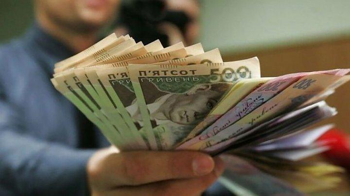 Рада проголосовала за повышение минималки до 5 тысяч гривен с 1 сентября
