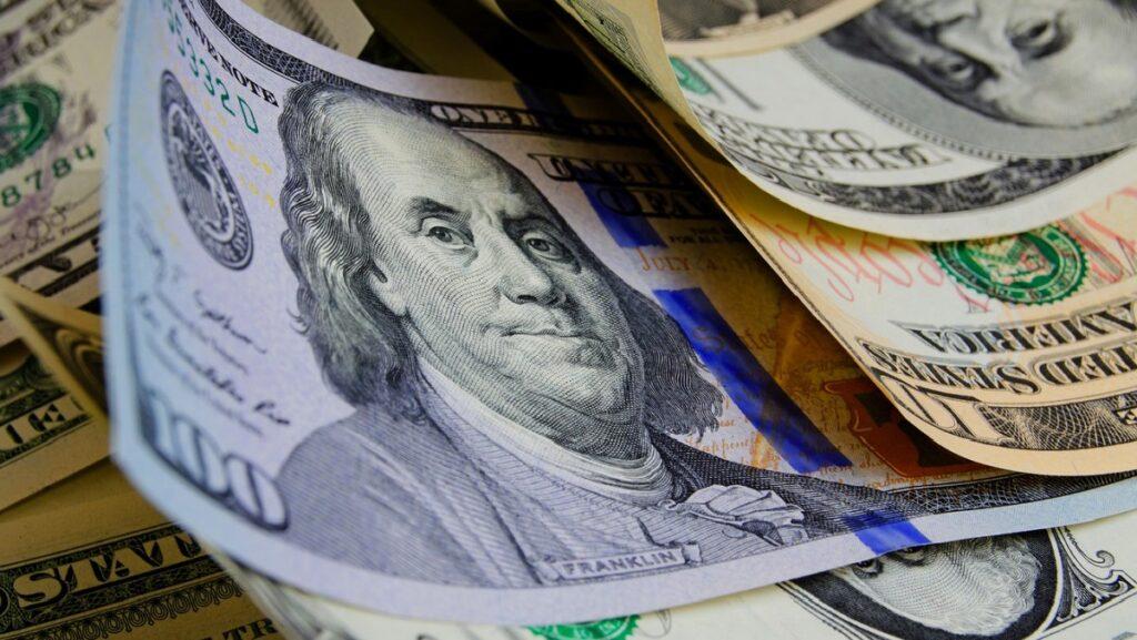 МВФ «отменил» доллар по 30 гривен