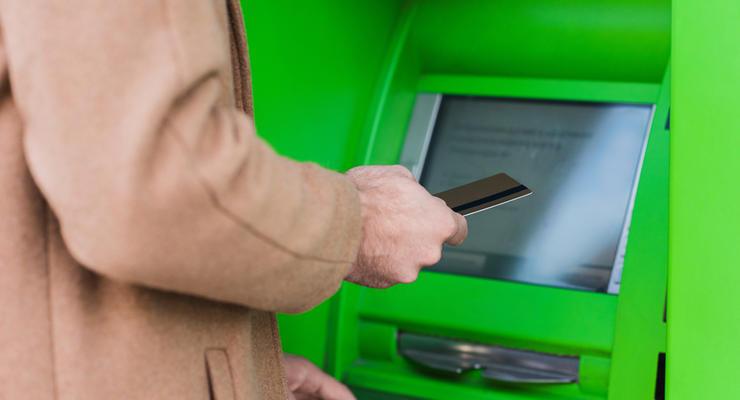 """Бесплатных платежных карточек больше не будет, - дирекция """"ПриватБанка"""""""