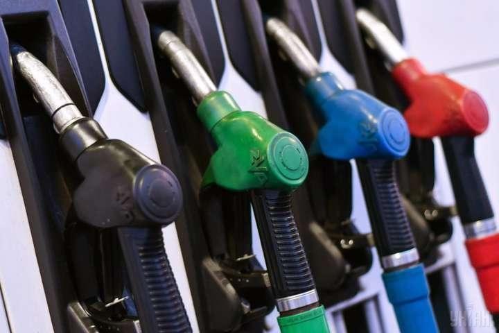 Регулирование цен на бензин ударило по карману небогатых и экономных