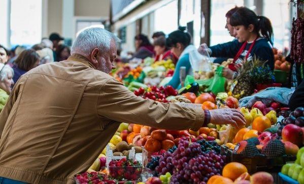 Украинцам объяснили, почему украинские фрукты весной продают по цене экзотических