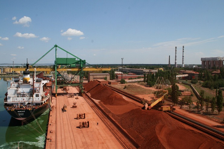 Расторгнуты договоры аренды причалов Николаевского глиноземного завода