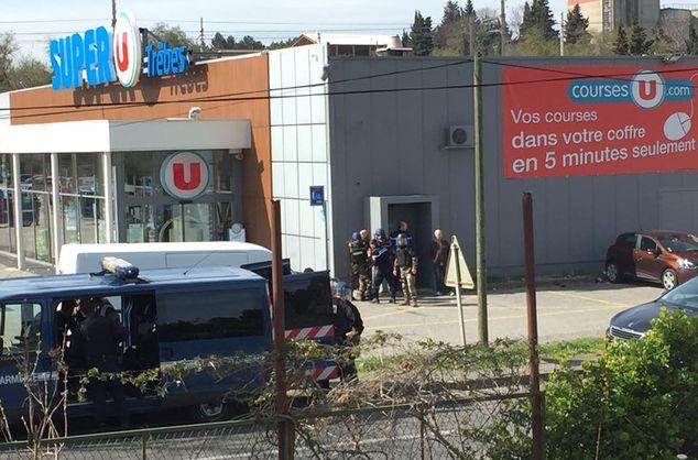 Во Франции неизвестный открыл стрельбу в супермаркете, есть жертвы