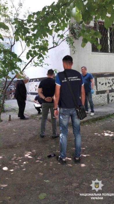 В Николаеве задержали на взятке работника Центрального суда