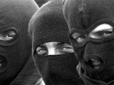 Бандиты в масках проникли в дом, избили и ограбили семейную пару