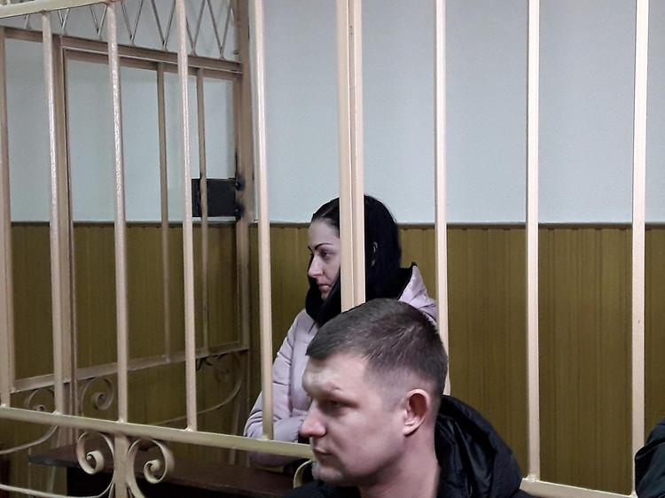 В Николаеве суд в закрытом режиме отправил под домашний арест подозреваемую в убийстве младенца, видео