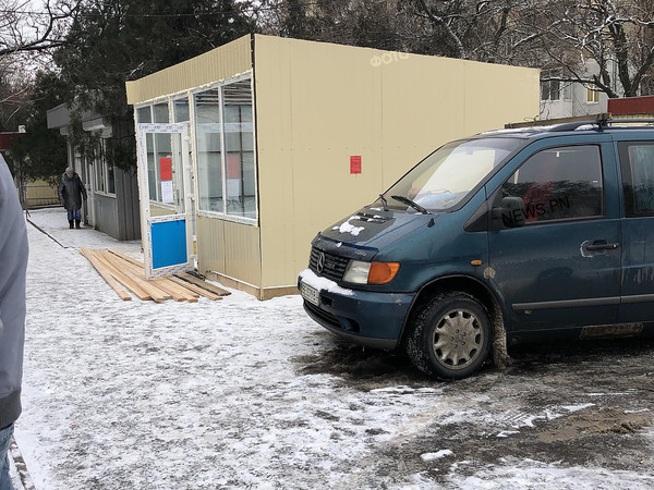 В Николаеве на Молодогвардейской продолжают строить МАФ, хотя в мэрии приказали убрать конструкцию