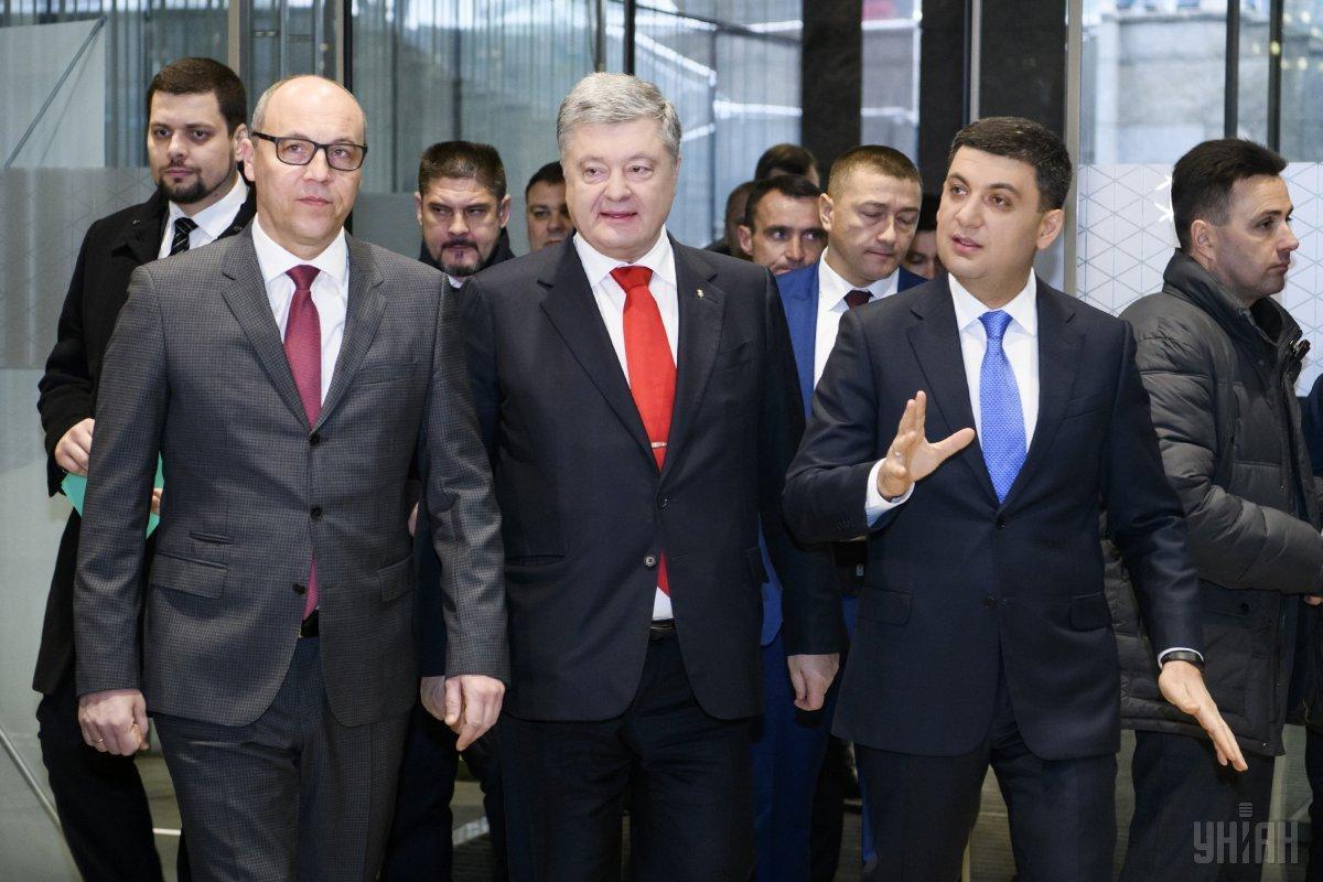 Суд открыл дело о запрете выезда из Украины Порошенко, Гройсману, Парубию