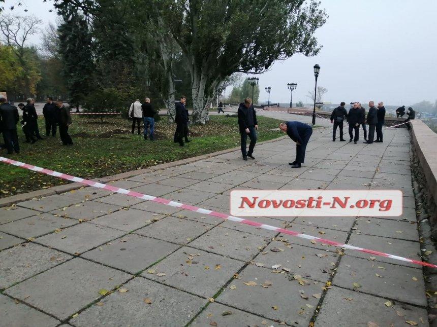 В Николаеве под зданием мэрии найден труп с множественными ножевыми ранениями