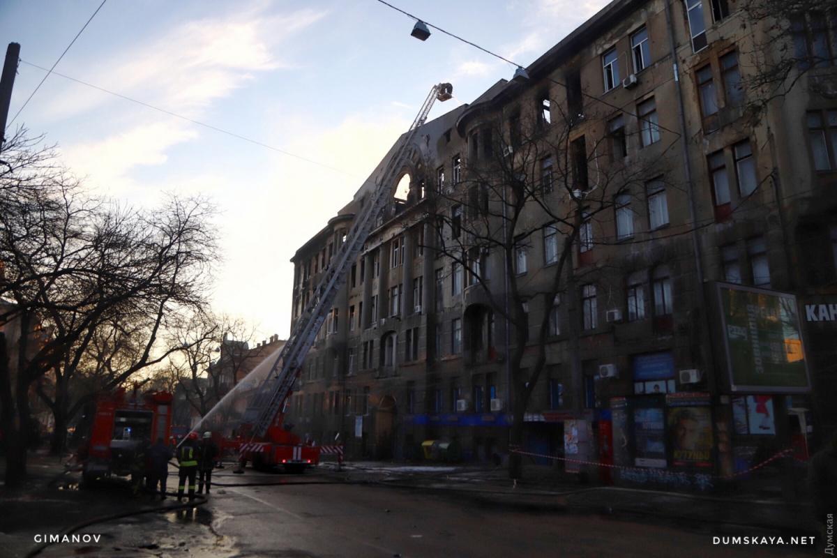 Один из студентов горевшего в Одессе колледжа со вчерашнего утра не выходит на связь