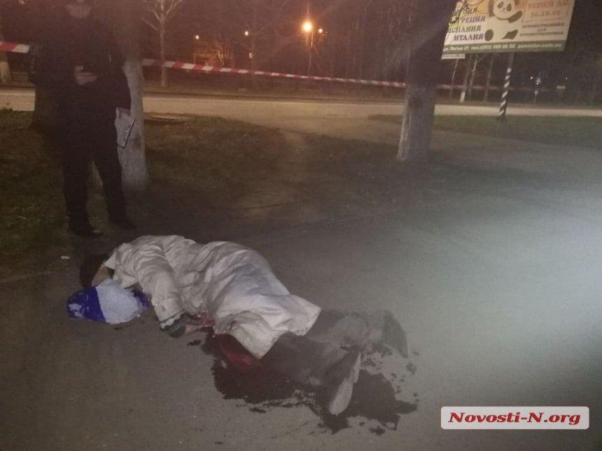 В Николаеве возле супермаркета обнаружили труп с ножевыми ранениями