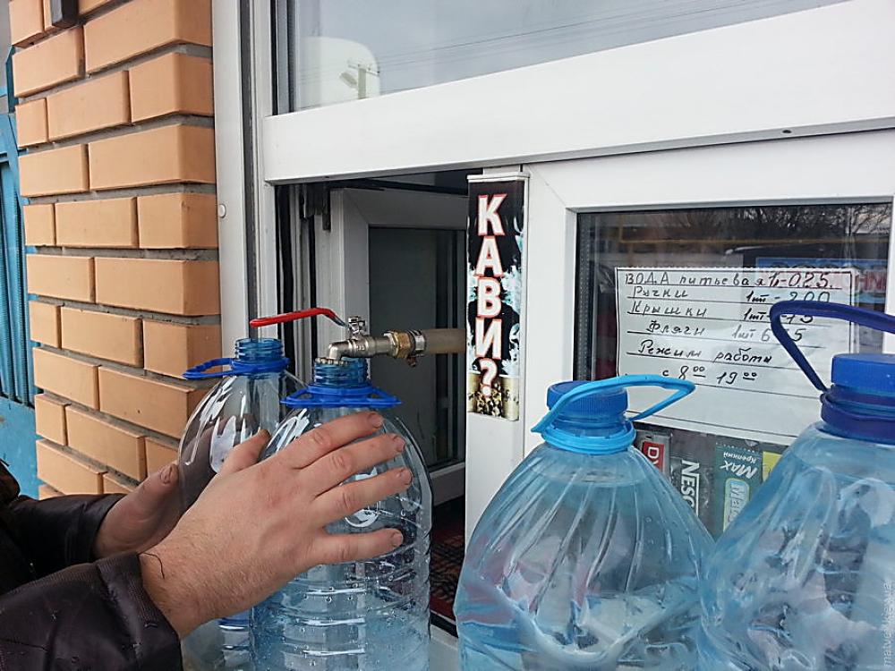В Николаеве снесут 38 незаконно установленных киосков по продаже воды «Живая вода»
