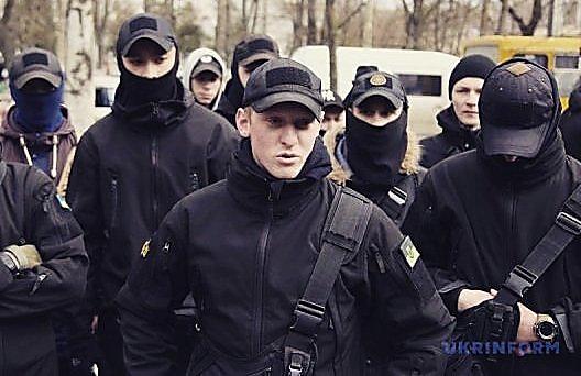 В Николаеве полиция проводит обыски у лидера местных социал-националистов — его подозревают в минировании облсовета