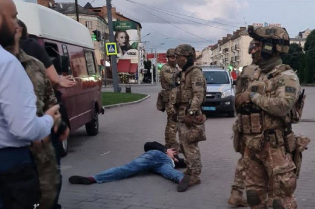 В Луцке освободили всех заложников, террорист задержан