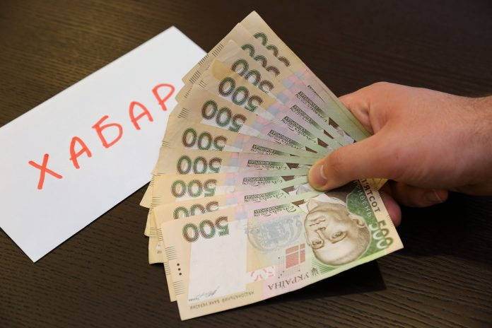 Працівники Миколаївської міської ради налагодили хабарницьку схему