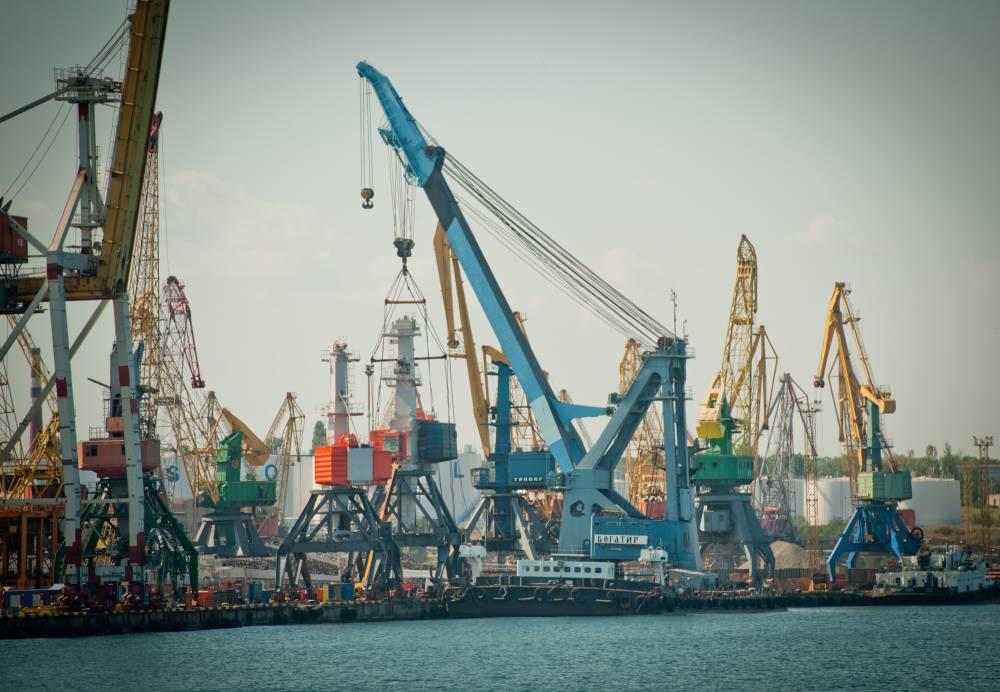 «Чудо-инвестор» оставил Черноморский порт без кранов и миллионных прибылей