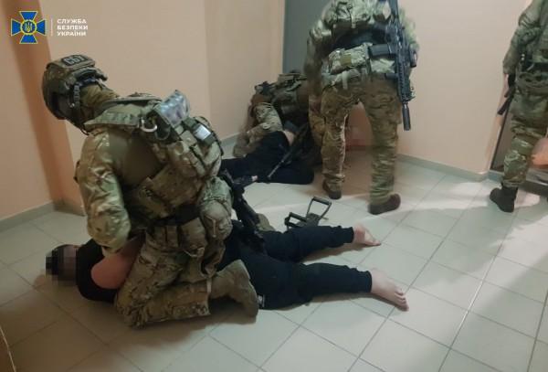 СБУ накрыла банду из 100 полицейских и бандитов