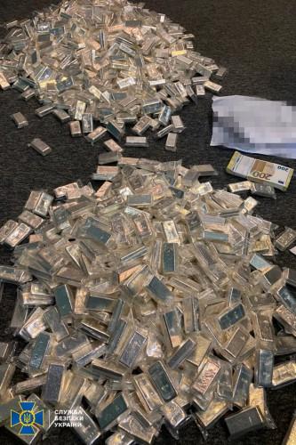 Во время обыска у преступной группы нашли 800 кг серебра