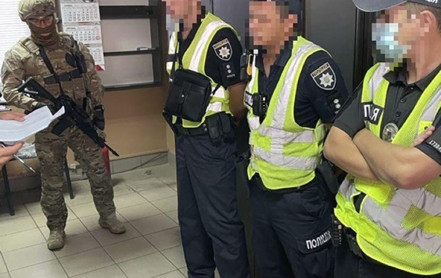 На Херсонщине патрульные требовали деньги с водителей перегруженных фур