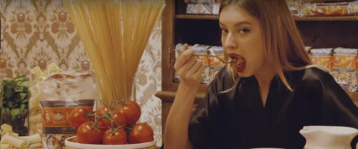 Dolce&Gabbana представили соблазнительную рекламу пасты (ВИДЕО)