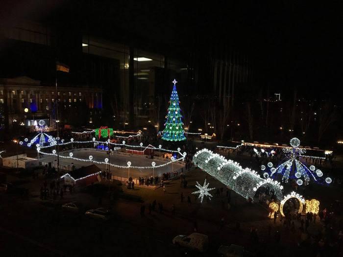В Миколаєві урочисто відкрили головну ялинку міста
