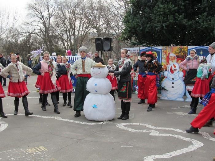 В Николаевском детском городке «Сказка» открыли новогоднюю елку