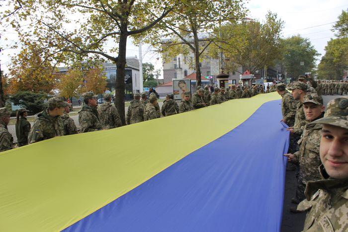 В Николаеве развернули гигантский флаг Украины
