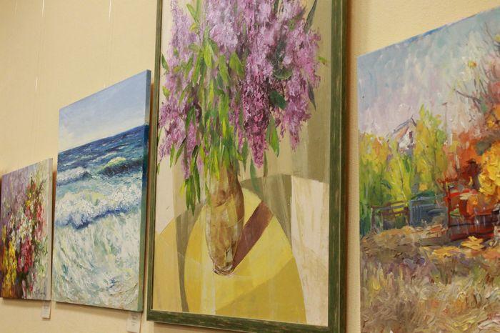«Подари жизнь» - в Николаеве открыли выставку картин перед благотворительным аукционом