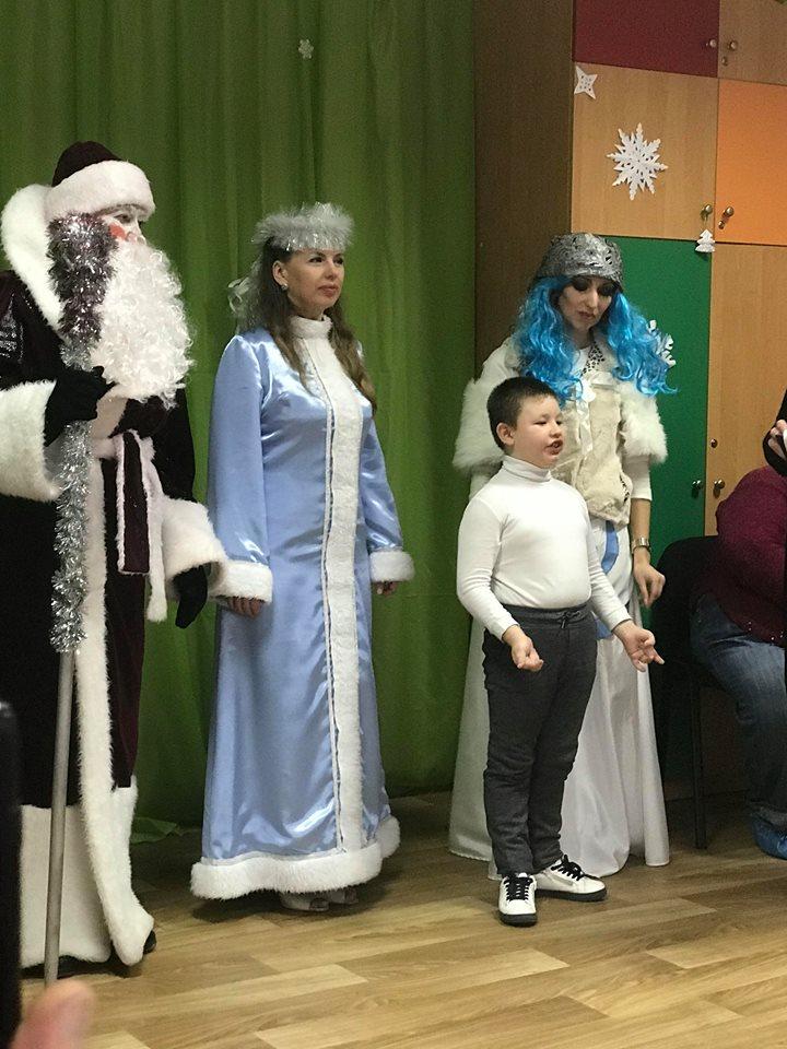 «Цвєтік-Сєміцвєтік» у Корабельному районі: новорічний концерт, подарунки, враження