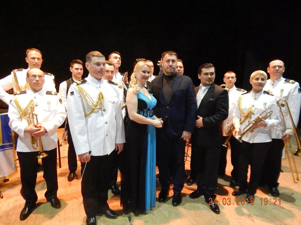 Жители Корабельного района восторженно приняли музыкальную развлекательную программу «Всё ради любви» (ФОТО)