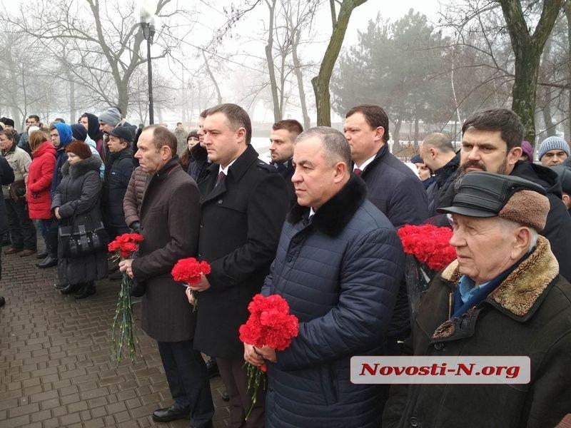 Николаевцы возложили цветы к памятнику Шевченко