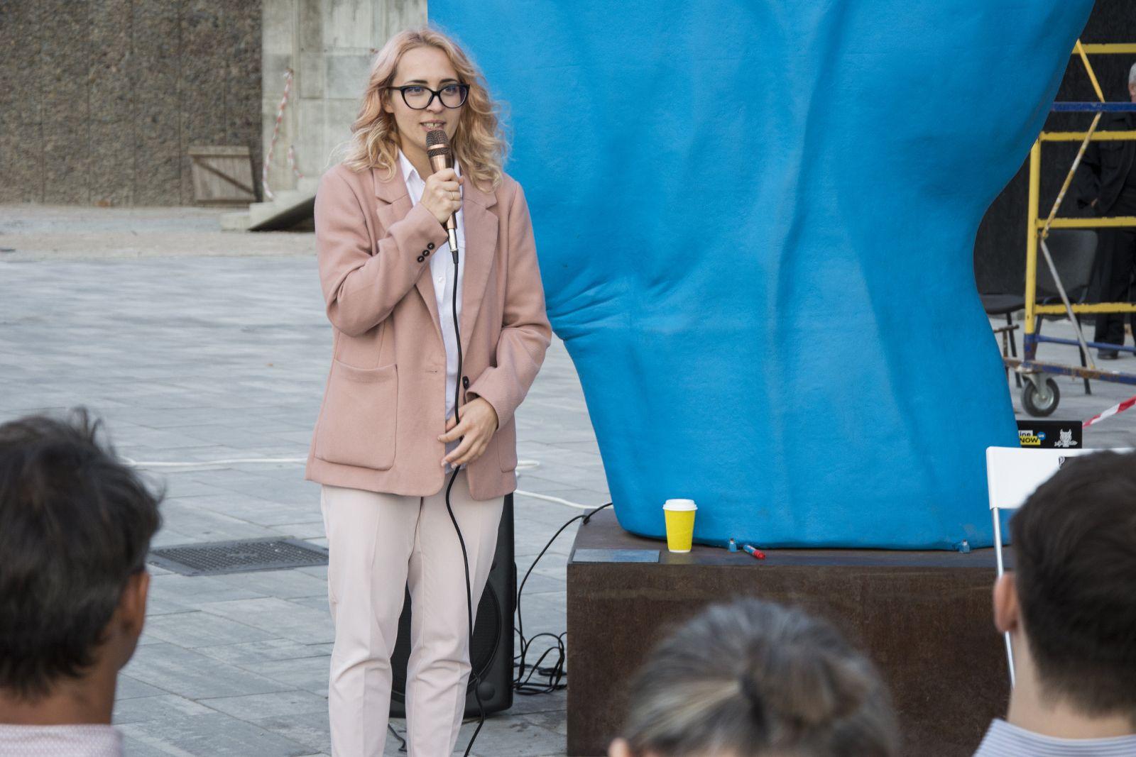 «Нам нужен скандал»: николаевцы под Синей рукой дискутировали о роли искусства в городском пространстве