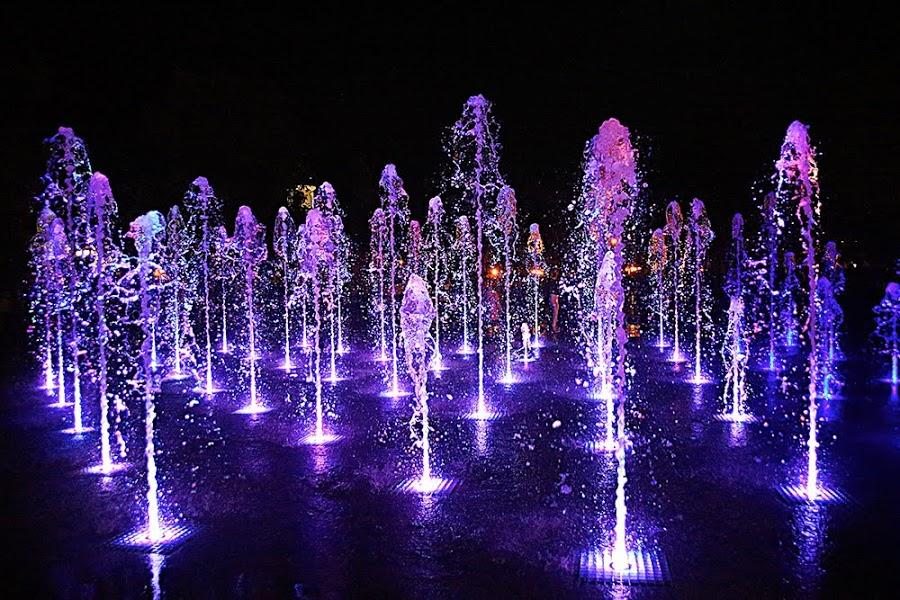 Музыкальные фонтаны на площади Соборной переливались до ночи