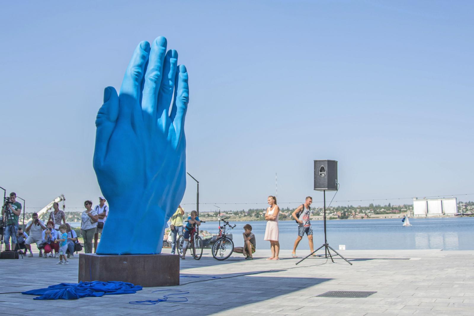 Арт-инсталяция румынского скульптора Богдан Раца продолжит свой долгий путь