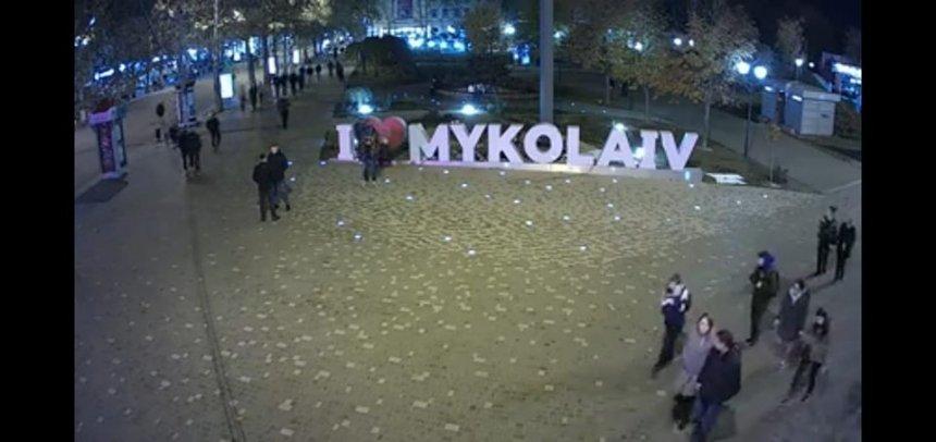 В центр Николаева вернули восстановленную и укрепленную надпись «I love Mykolaiv»