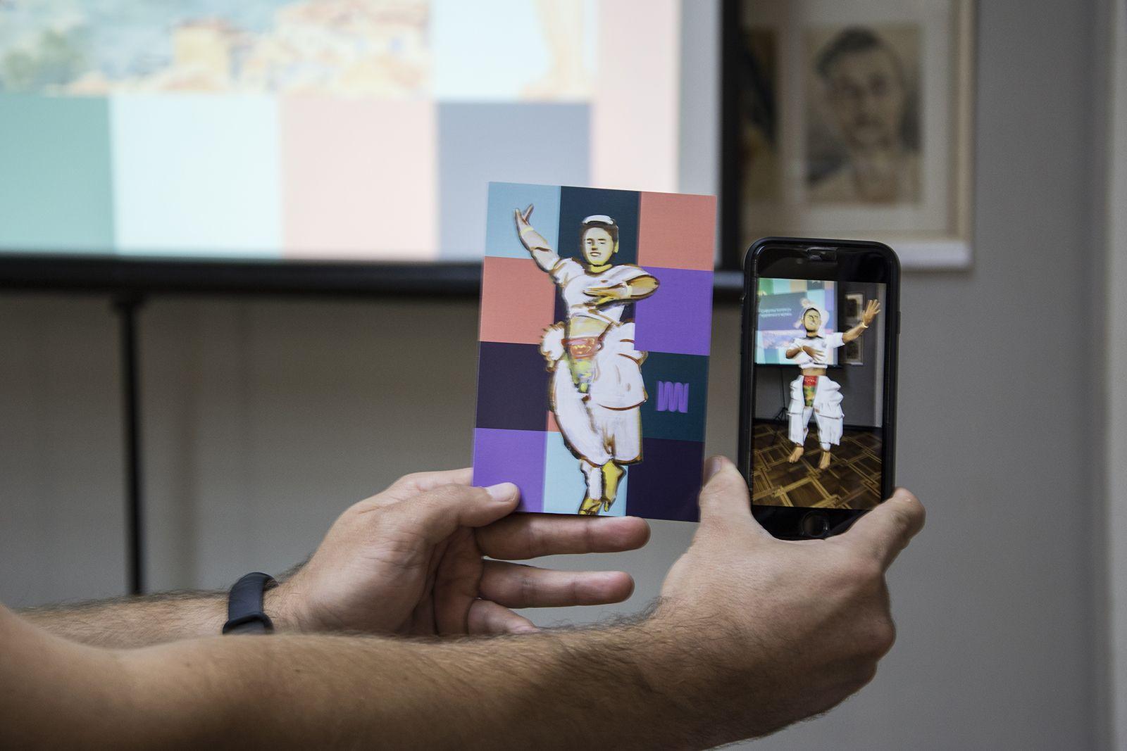 В Николаеве презентовали каталог оцифрованной музейной графики и открытки с дополненной реальностью