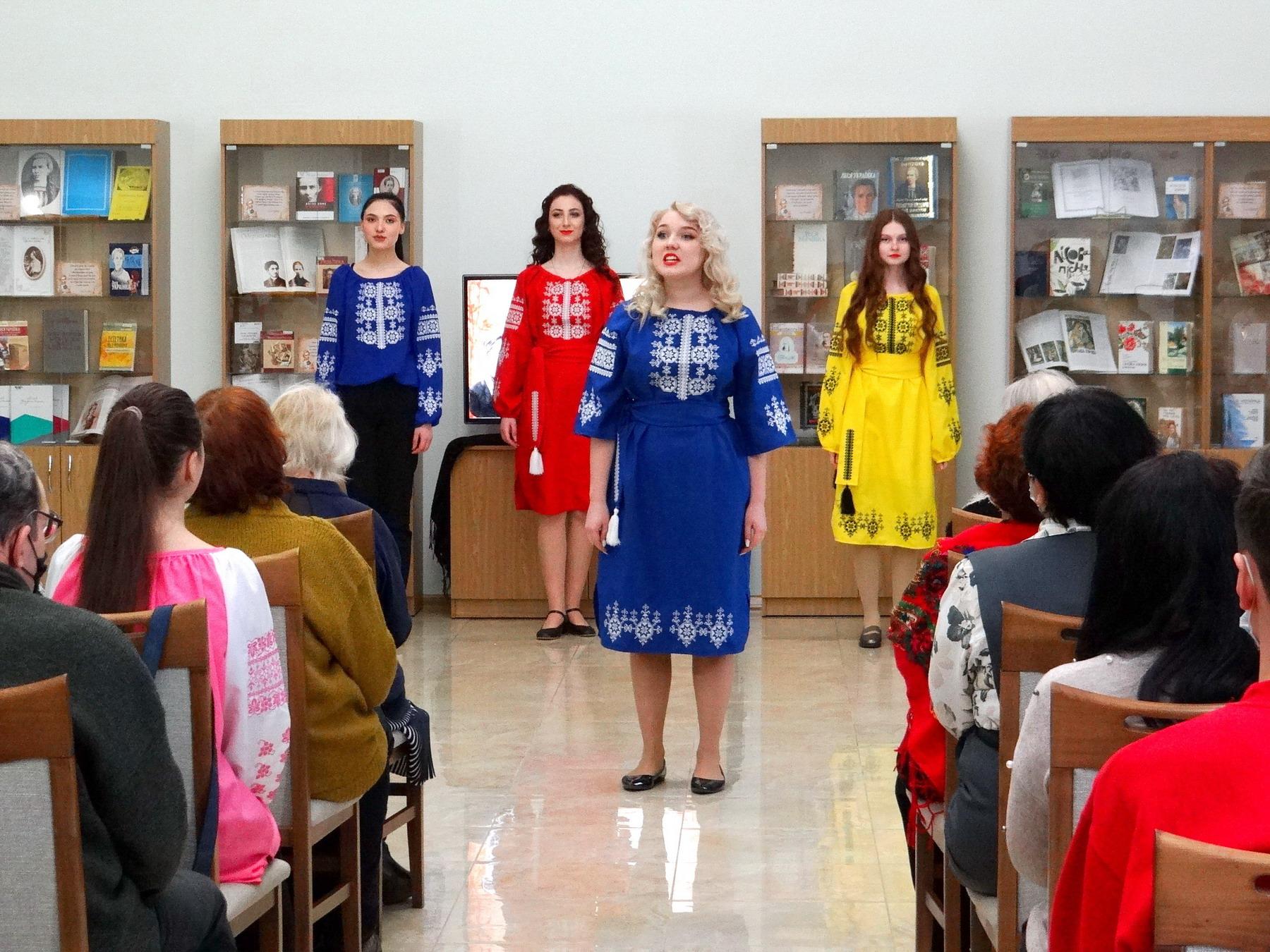 К 150-летию со дня рождения Леси Украинки в областной научной библиотеке показали спектакль  «Наша Леся»
