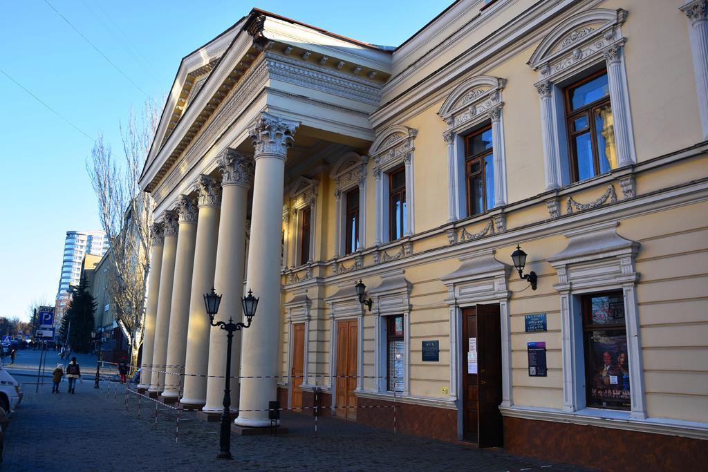 Вітаємо глядачів: миколаївський театр виходить з карантину