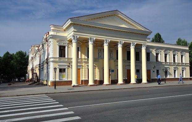 Николаевский драматический театр начал юбилейный летний сезон