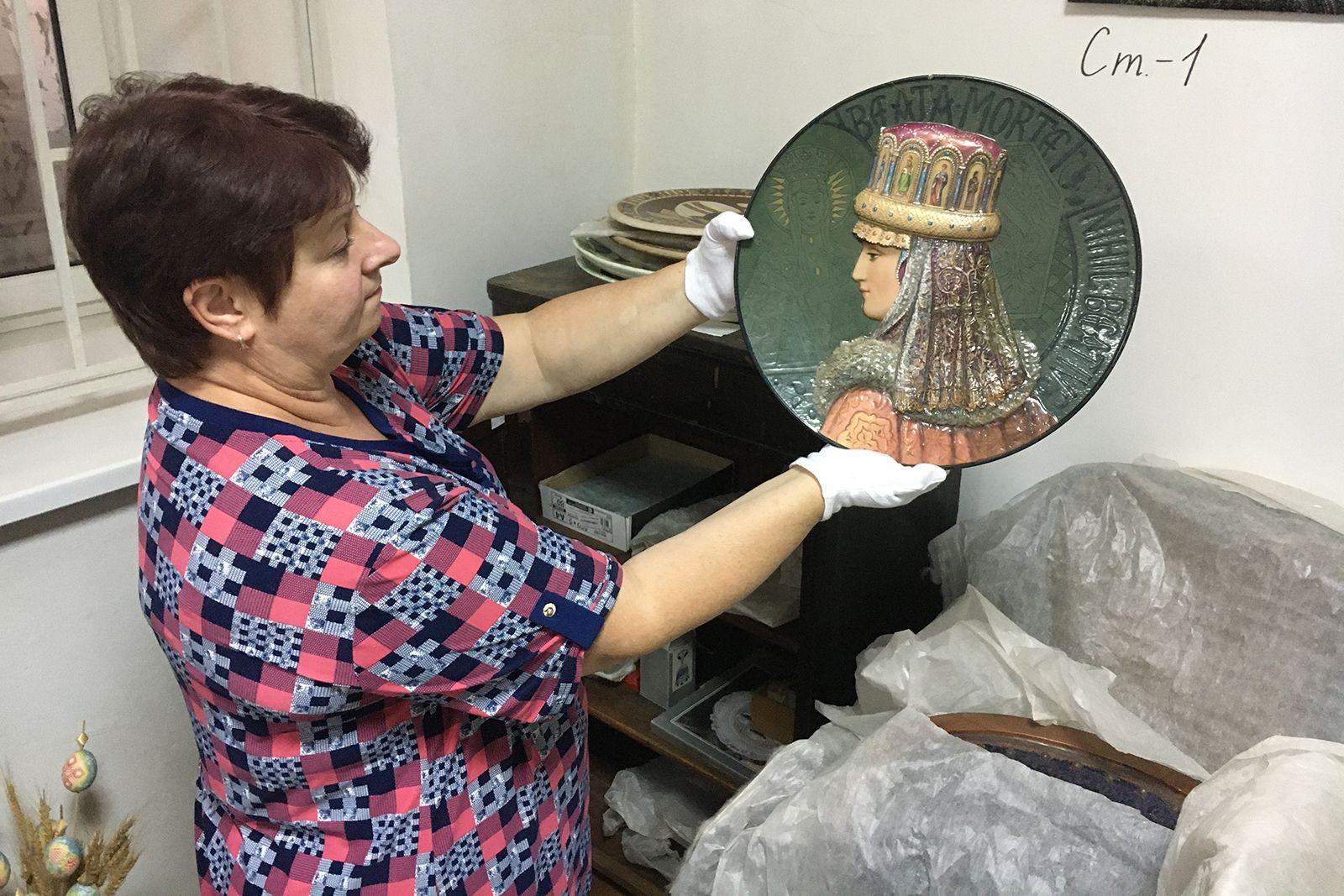 Рассмотреть со всех сторон: в Николаеве оцифруют 300 музейных экспонатов из фарфора