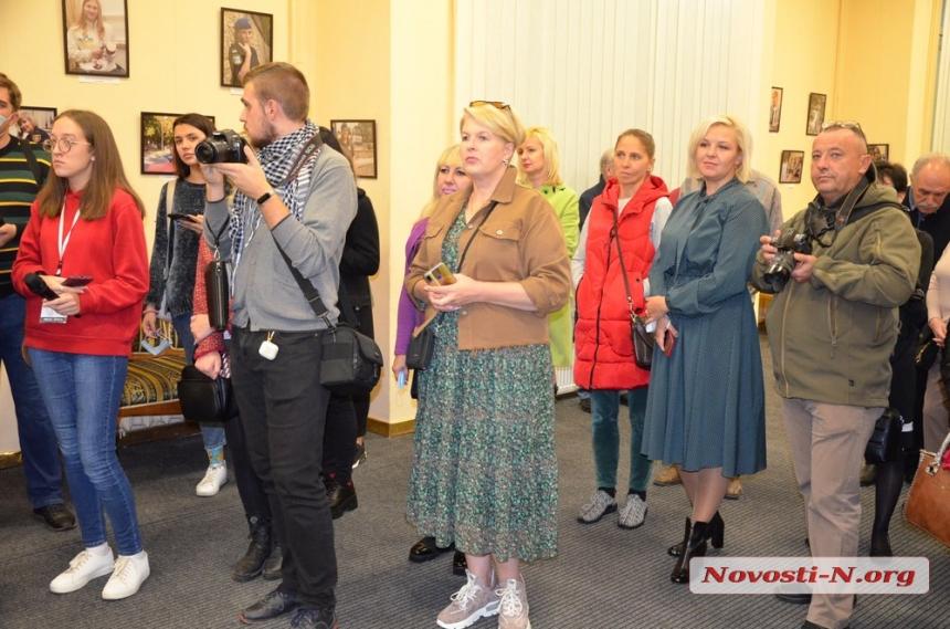 Источник и хранитель жизни: в Николаеве открылась выставка женских портретов